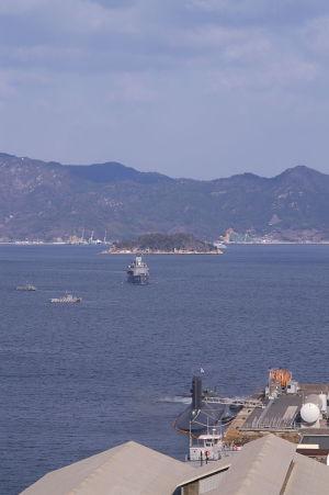 護衛艦の帰港シーン