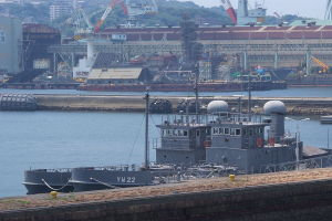 検査・修理の護衛艦