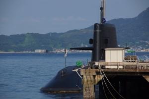 遭遇・潜水艦出港