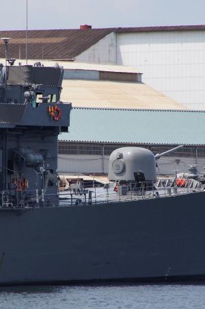 タテ位置の艦船