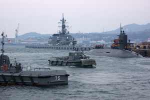 支援船と潜水艦