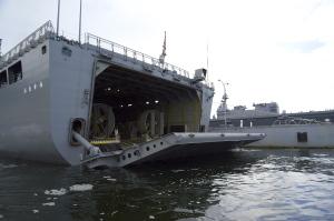 おおすみ型輸送艦