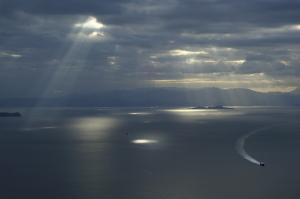 日の出と古鷹山
