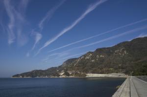 島の飛行機雲
