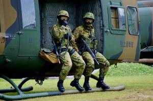 武装ヘリ訓練展示