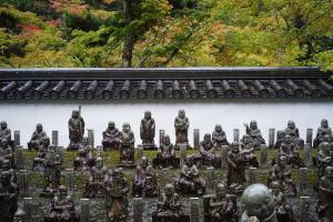 雨の佛通寺へ