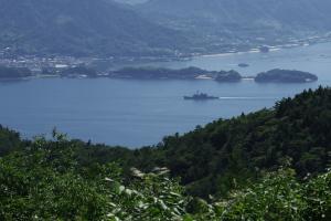 絵下山から護衛艦