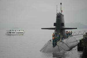 潜水艦帰港シーン・完