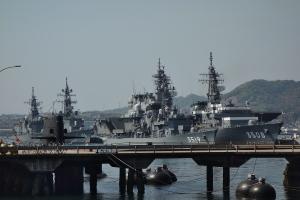 潜水艦とビーチ