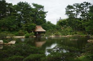 気象館と縮景園
