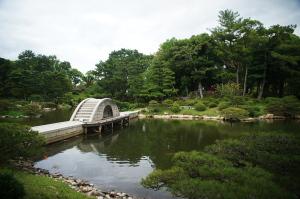 気象館と縮景園-2
