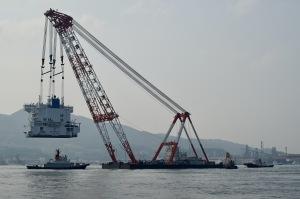 起重機船の仕事