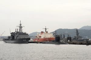南極観測船「しらせ」呉へ