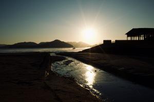 夜明けの尾道・干汐海岸